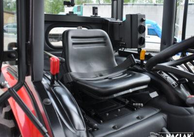 Kabina-Branson-3100-NAGLAK-wnetrze-kabiny
